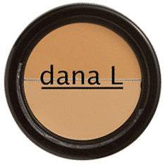 Dual Corrector features a Light/Medium color combination, is highly pigmented to counteract flaws, hides imperfections and evens out skin tone for a flawless complexion.