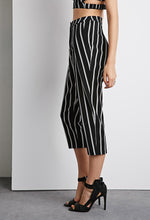 Load image into Gallery viewer, Striped High-Waist Capri