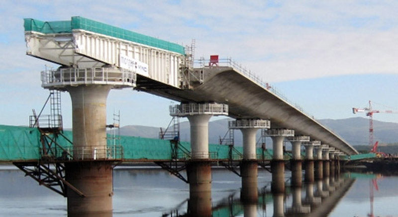 incremental launching construction of a prestressed concrete bridge