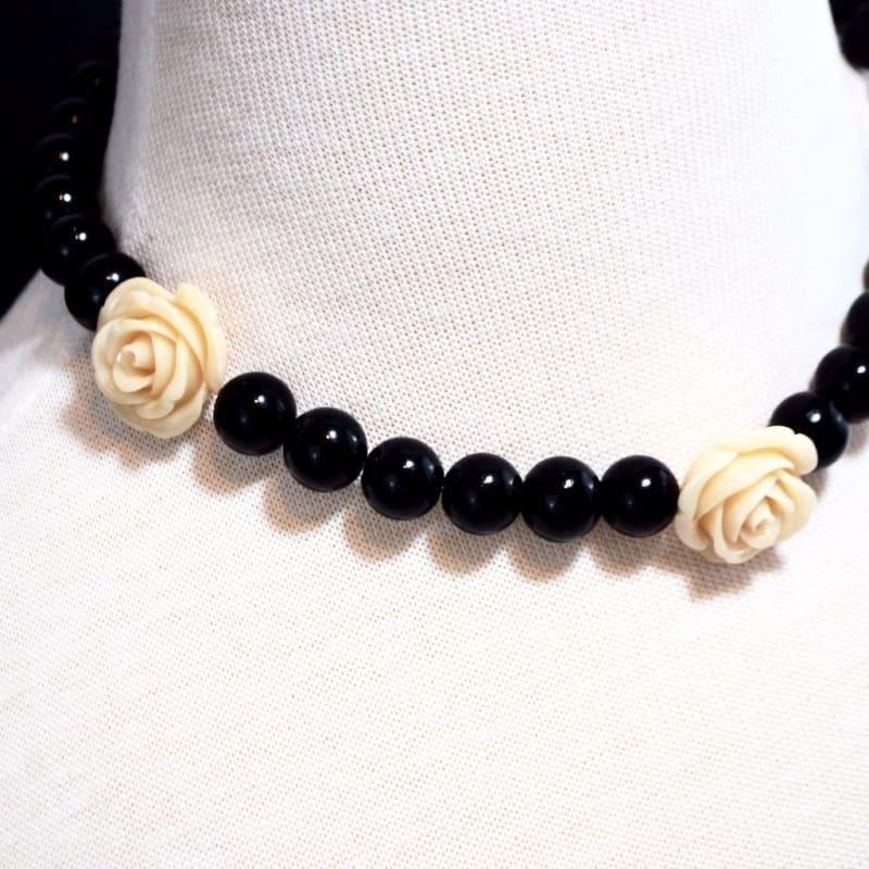 Black Pearls With Flower Ascent Necklace - Handmade