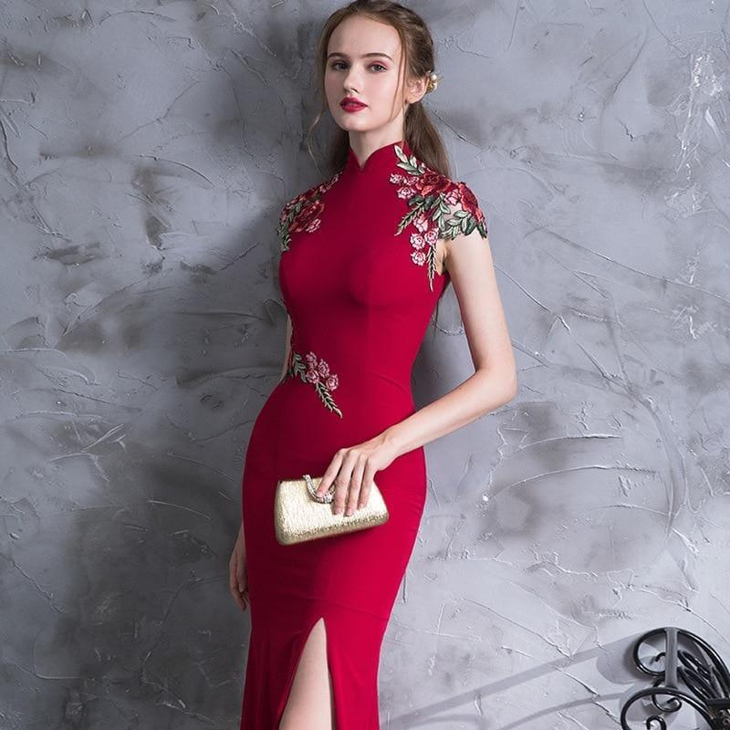 70a4325f241a6 Embroidery Modern Cheongsam Red Sexy Qipao Long Traditional Chinese Dress