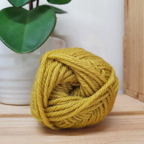Yarn | Loyal - 8ply - 100% Wool - Hayfield