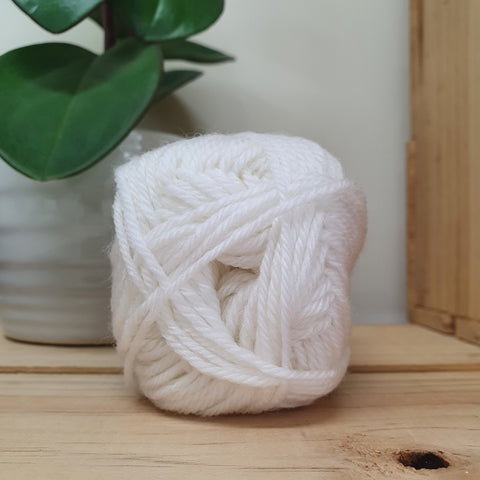Yarn | Loyal - 8ply - 100% Wool - White