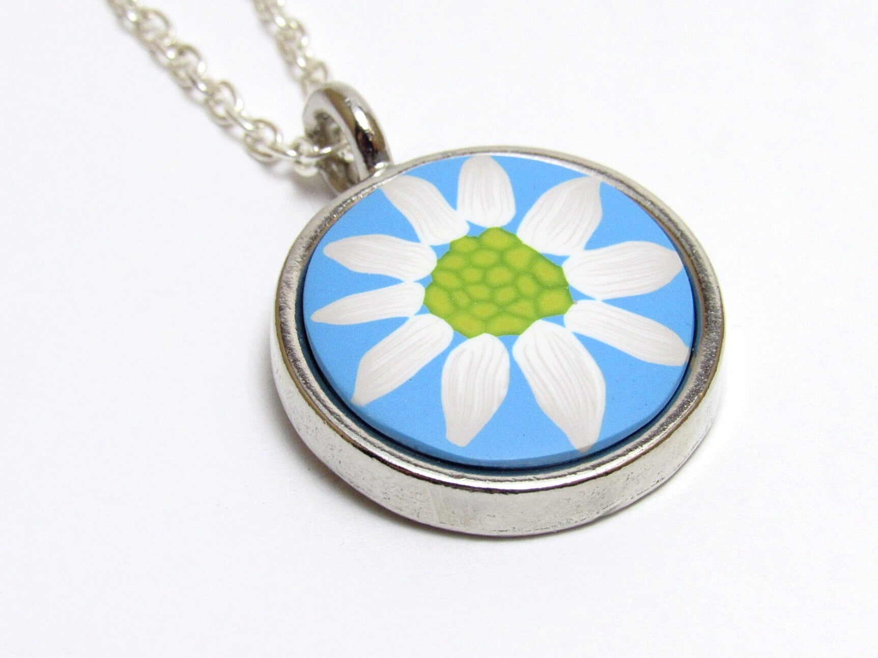 Daisy Pendant Necklace