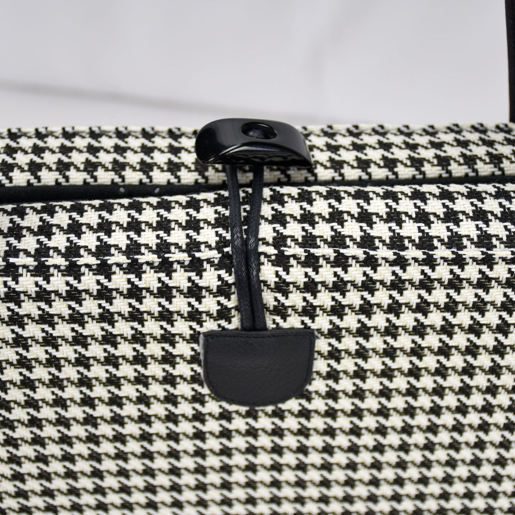 Black one-handed toggle closure on the KNA CAVE® Travel Dog Bed in Black and White Houndstooth
