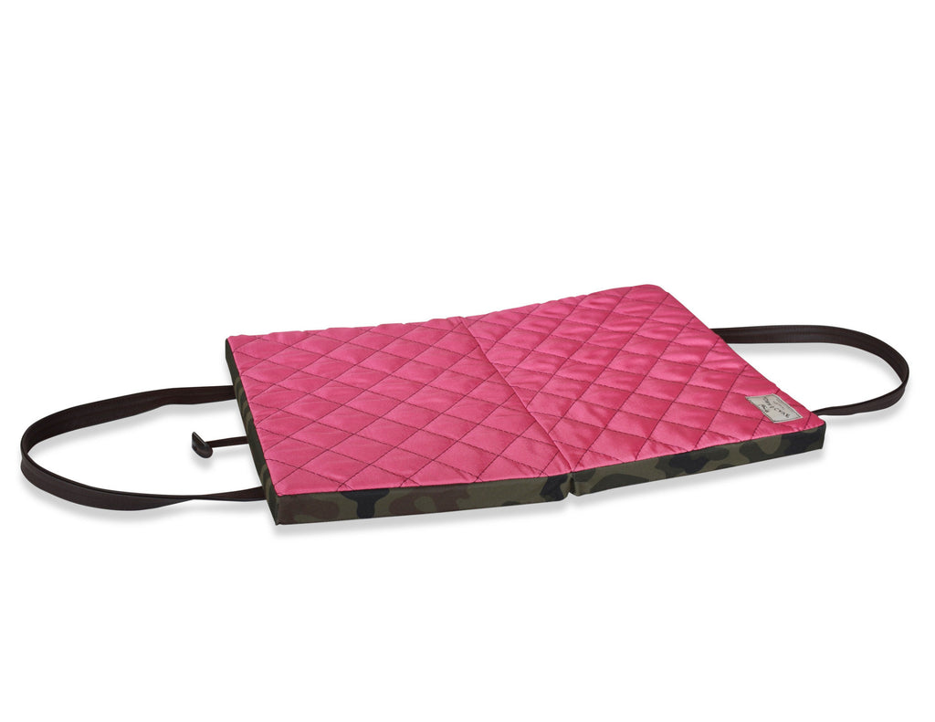 KONA Cave® Travel Dog Bed for big dogs.  Thick and padded folded dog mattress with carrying straps.  Pink.  Reisebett für Ihren Hund.