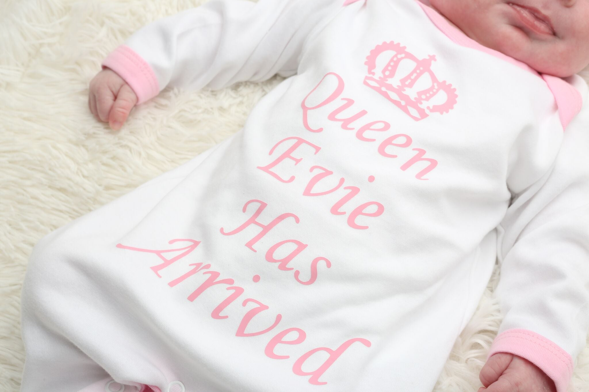 Personalised Queen Has Arrived Baby grow and Hat Set - Mini Kings & Queens