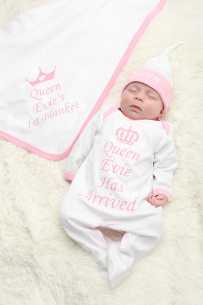 Personalised Queen Has Arrived Baby grow Hat and Blanket Set - Mini Kings & Queens