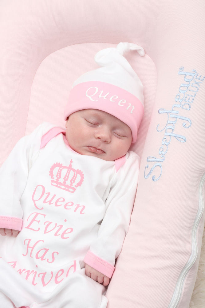Personalised Queen Has Arrived Baby grow and Hat Set