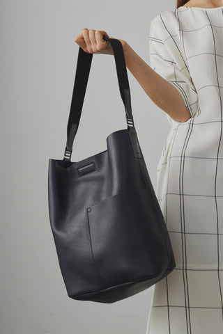 Piero Bucket Bag In Dark Navy