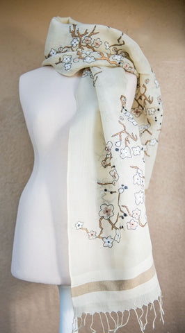 Blossoms and branches – hand-woven and hand-embroidered scarf