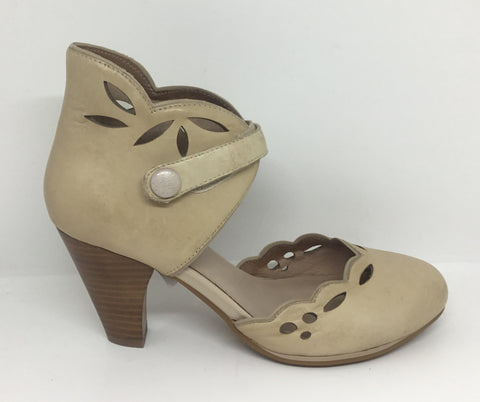 Miz Mooz Carlotta Cream Leather Heel SALE