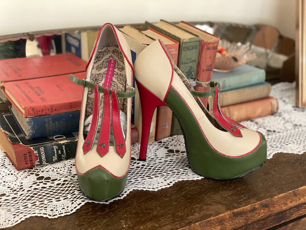 Bordello Military Heels sz 9-10