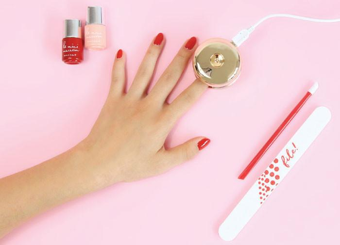 Le Mini Macaron's gel polish cures fast and is easy to use. DIY at home or at work. One bottle is all you need to get shiny, perfect gel nails. Gift Box 03