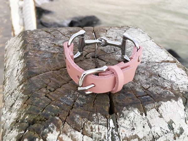 Leather Horse Bit Bracelet Soft Pink    | Ideana