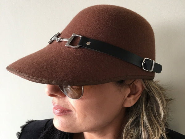 New equestrian visor horseman hat fashion cap with the button leather strap