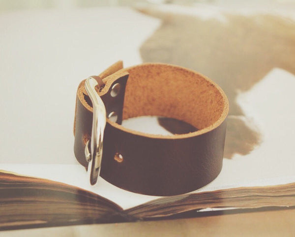 Equestrian Wide Leather Bracelet    | Ideana