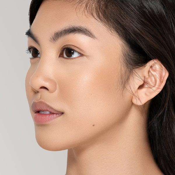 Vapour Beauty Luminous Foundation 117L Colour Shade on Asian Female Face. One Fine Secret Australia.