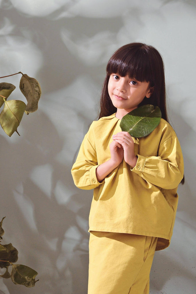 The TENANG Floral Blouse - Olive Green