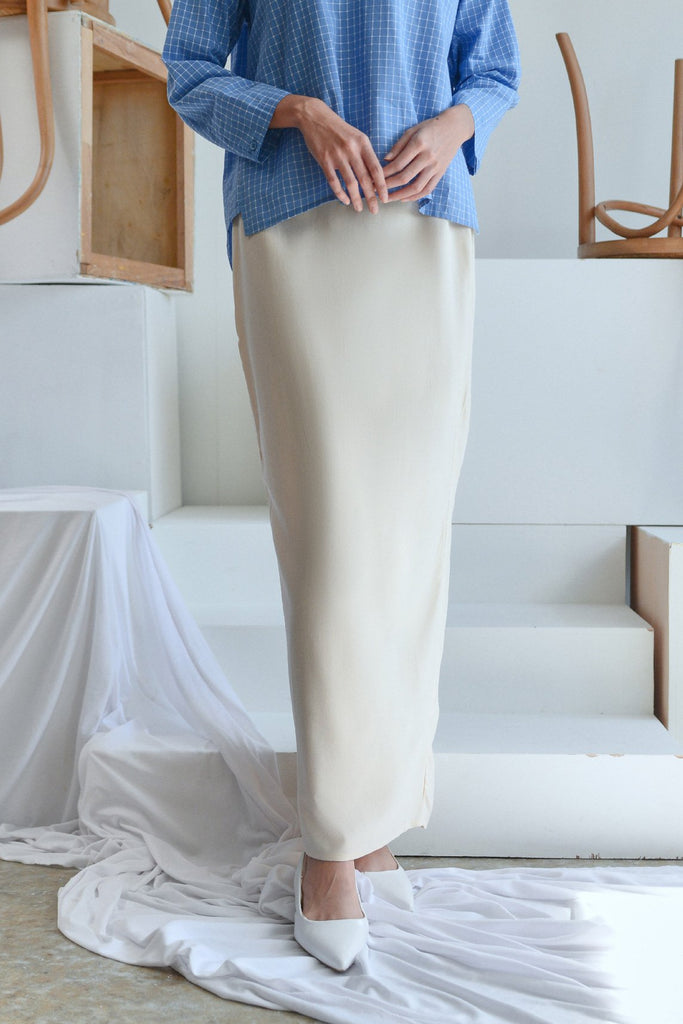 The Sungai Women Pleated Back Skirt - Cream