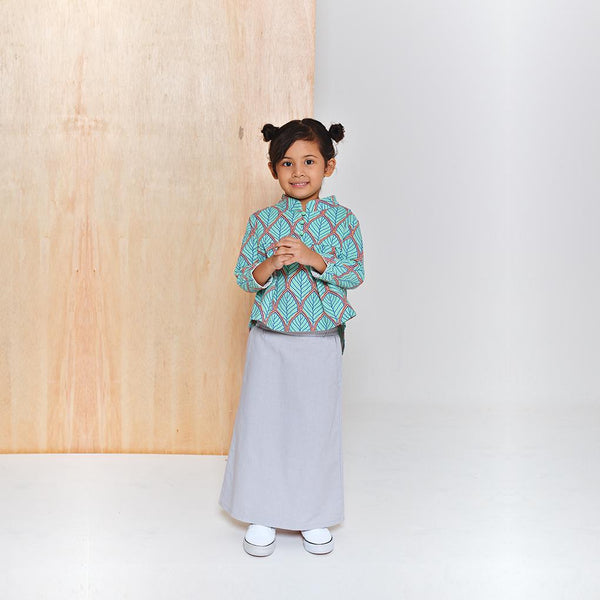 The Limau Cheongsam Baju Kurung - Limau Leaves Print with Light Grey