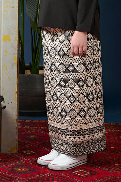 The Cerita Jacquard Skirt - Royal Black