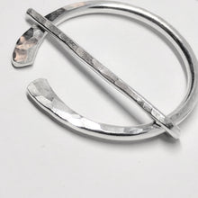 Load image into Gallery viewer, Little hammered silver penannular pin