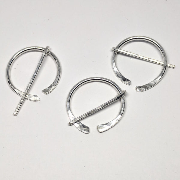 Little hammered silver penannular pin
