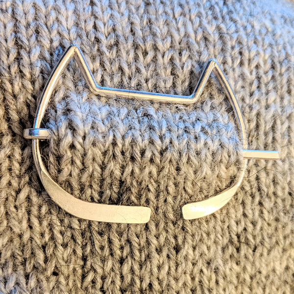 Catface penannular pin - smooth