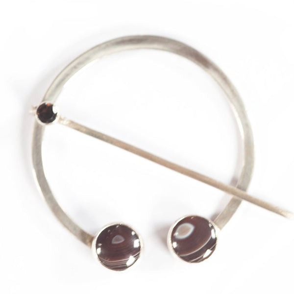 Agate and quartz penannular shawl pin