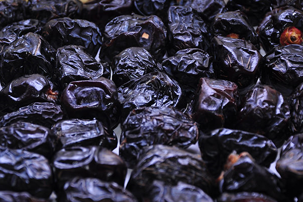 Ten Benefits Of Eating Ajwa Dates