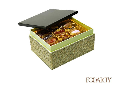 Date gift box with assortment of dates - Shah Medium