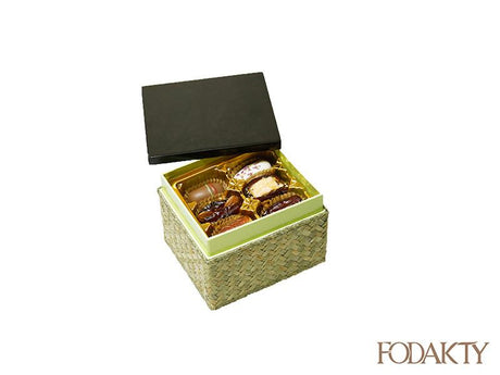 Khalas with Almonds Khuri Ginger Peel Orange Peel KhudriFilled Mixed Madjool Sagai with pistachios Sukkary fodakty date dates eid fruit palm gift ramadan gifts gift box elgence giftbox back هدايا هديه علبه فوداكتي تمرخلاص سكري صقعي مدجول مجهول خضري رمضان عيد تمور