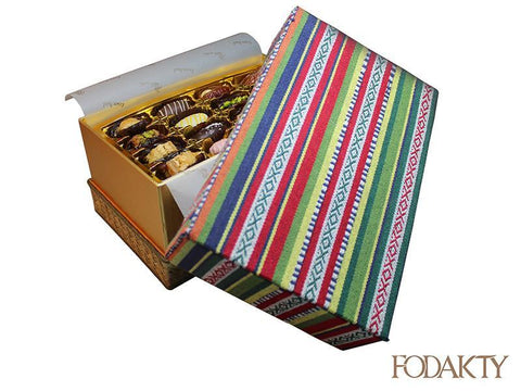 Date gift box with assortment of dates - Hifayef Box