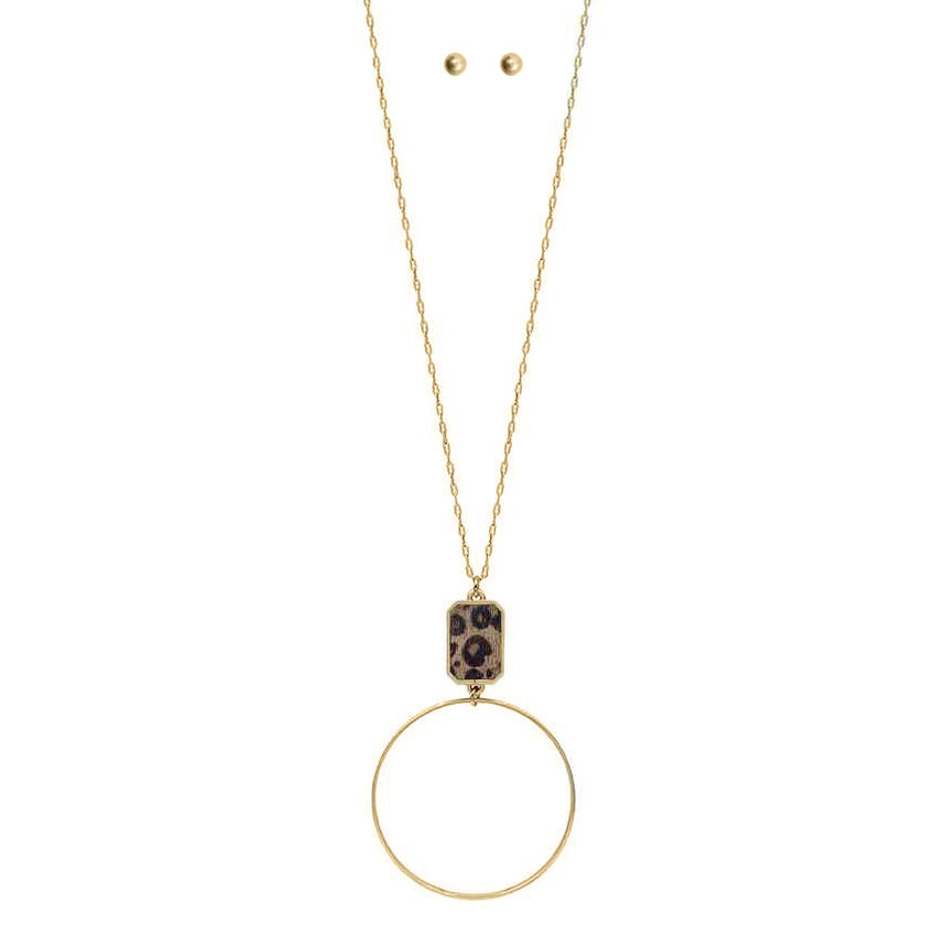 Circle Pendant Necklace With Leopard