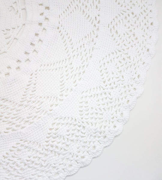 Crochet white floor rug