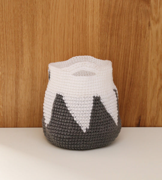 Grey mountain basket with handles