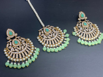 Antique Gold Earrings W/Mang Tikka E15