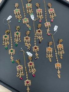 Antique Gold Earrings W/Mang Tikka E10