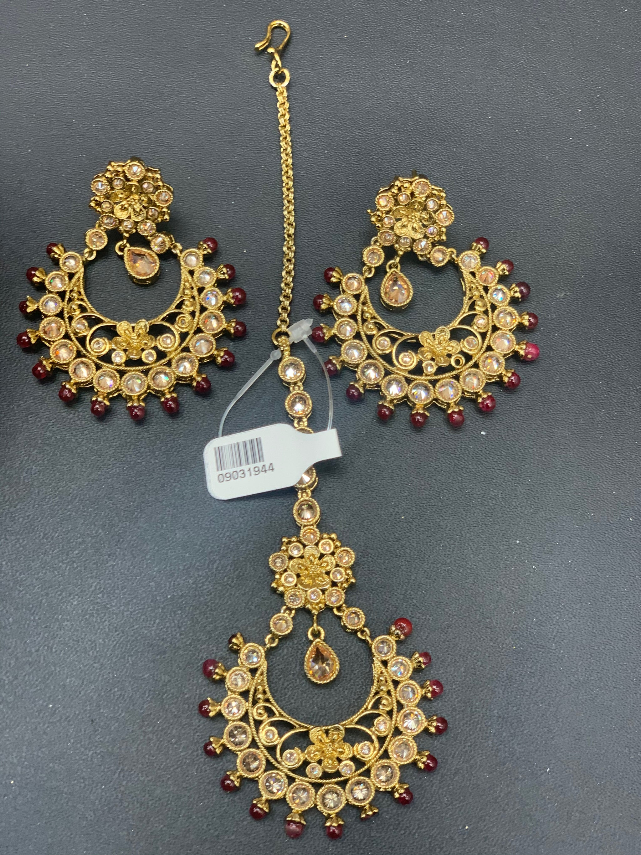 Antique Gold Earrings W/Mang Tikka E1