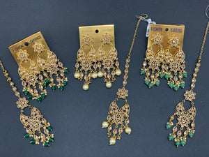 Antique Gold Earrings W/Mang Tikka E7
