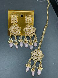 Antique Gold Earrings W/Mang Tikka E6