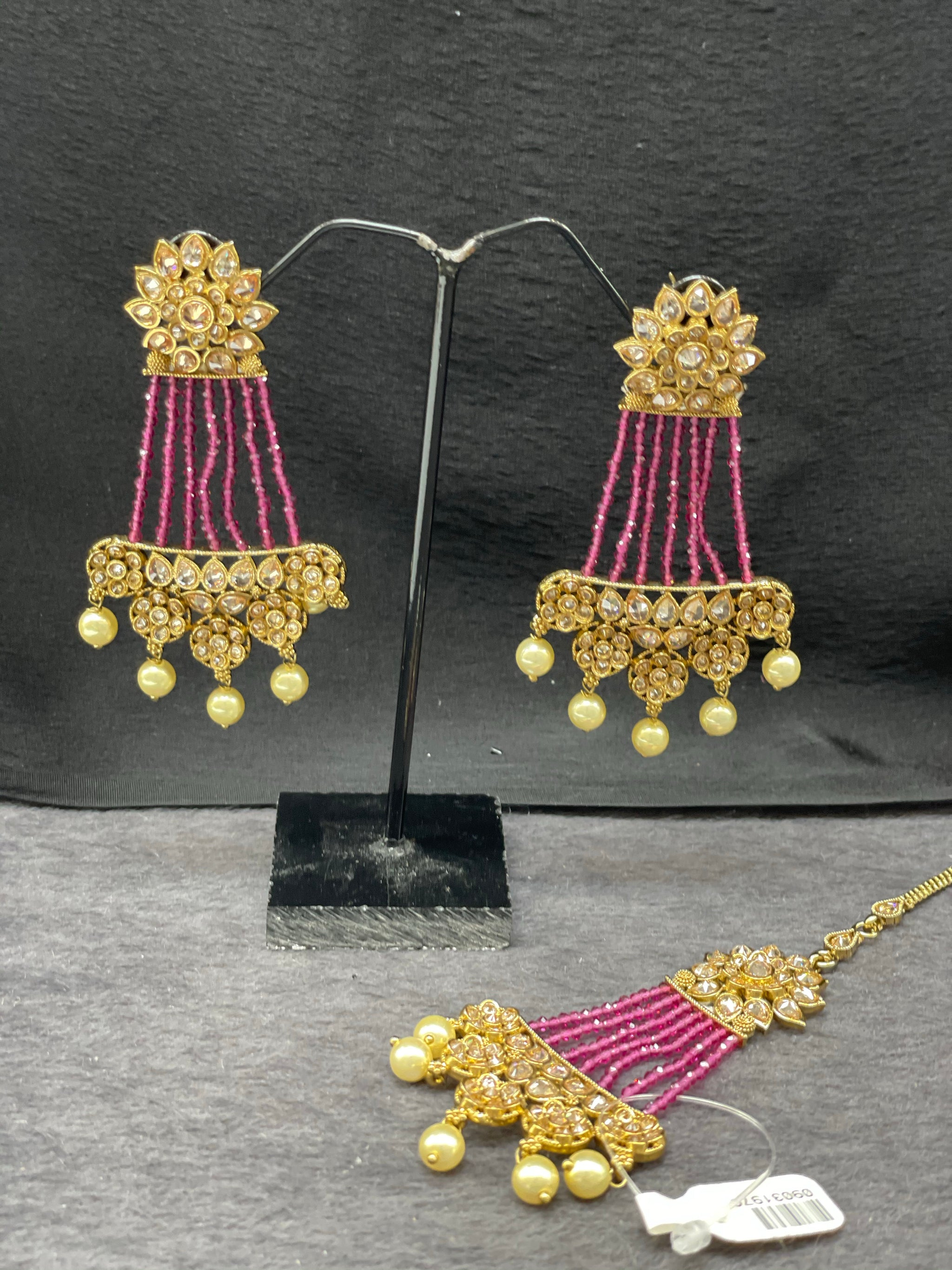 Antique Gold Kundan Earrings w/ Maangtikka in Pearl accents