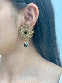 Antique Gold stud Earrings W/Mang Tikka E11