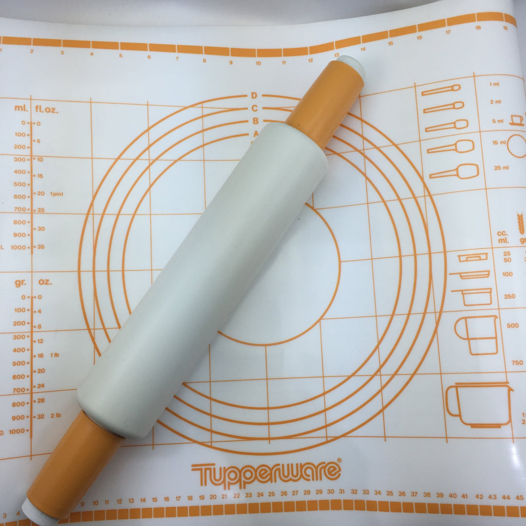 Tupperware Vintage Rolling Pin and Pastry Mat