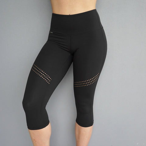 ZOE 3/4 CAPRI LEGGINGS - Black
