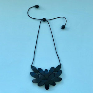Hibiscus Plain Necklace - Black