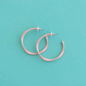 Twisted Midi Hoop Light Pink