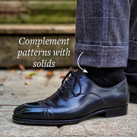 wear solid colored socks with a patterned grey suit