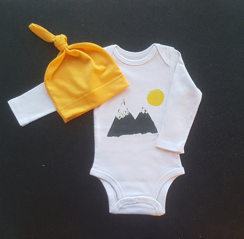 The Mountains Are Calling Boutique Baby Shower Gift Set Boy's Girl's Bodysuit Onesie & Beanie Hat 0/3 mo Newborn Infant Boy Girl Clothes Gifts